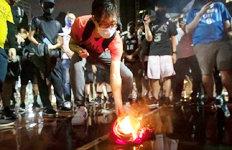 NBA 스타 르브론 제임스유니폼 불태우는 홍콩인들…왜?