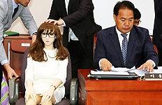"""'리얼돌' 국감장 등장이용주 """"산업으로 키워야"""""""