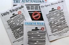 '언론탄압 항의' 호주신문들 1면 검은줄 발행