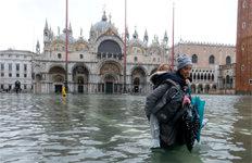 폭우로 잠긴 수상도시 베네치아산마르코 대성당도 잠겼다