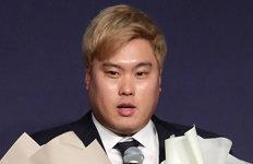 """류현진 """"스트라스버그 부럽다1억달러 들어봤으면"""""""