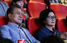 文대통령, 영화 '천문' 관람…취임 후 다섯번째 영화 나들이