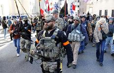 """""""총기규제 반대""""람보들의 행진"""