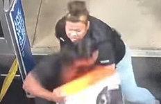 맨손으로 절도범 잡았다가 해고된 美 여성…기막힌 반전