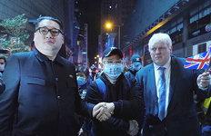 """홍콩에 나타난 김정은-존슨 """"꼭 닮았죠?"""""""