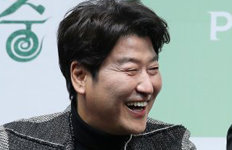 """송강호 """"할리우드 진출?13개월째 일 없어…국내서라도"""""""