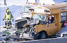 스쿨버스가 찌그러져…캐나다고속도로서 차량 200여대 연쇄 추돌