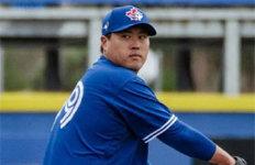 류현진, 시범경기 홈런 맞고2이닝 1실점…이적 후 첫 실전