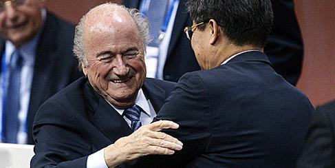 FIFA 비리 의혹에도 블래터는 왜 굳건할까