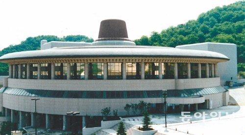 [한국의 현대건축] 한국 건축가들의 전통강박증 : 뉴스 : 동아닷컴