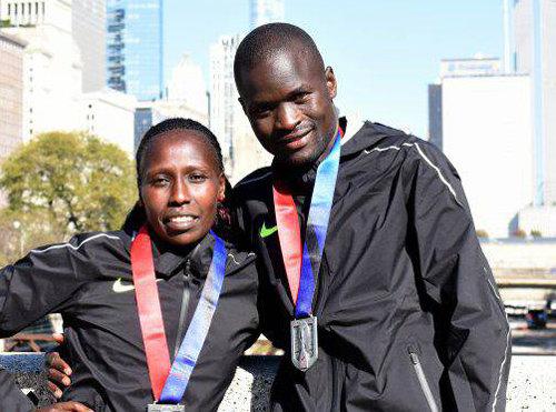 """[오늘의 장면/10월12일]케냐 남매 """"우리가 시카고 마라톤 주인공"""""""