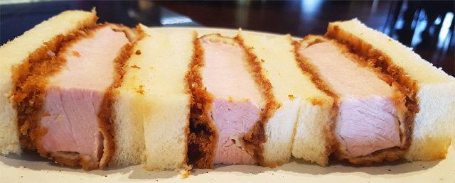 [식객 이윤화의 오늘 뭐 먹지?]식빵 사이 돈가스 살코기의 두툼한 유혹