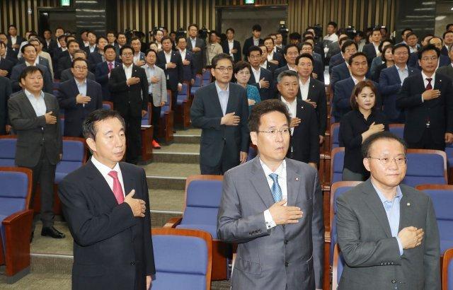 [청계천 옆 사진관]한국당 난상토론 의원총회의 끝은?