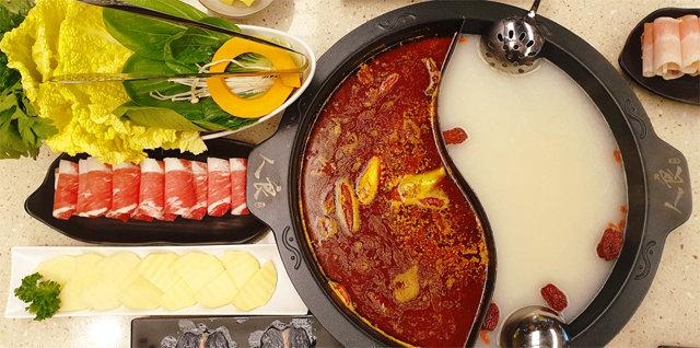 [홍지윤 요리쌤의 오늘 뭐 먹지?]훠궈, 紅湯서 피어난 매캐하고 알싸한 향