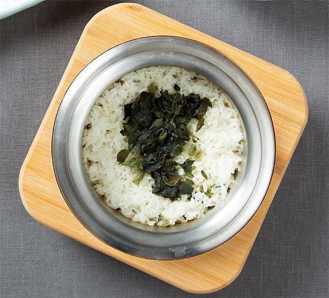 [식객 이윤화의 오늘 뭐 먹지?]하얀김 모락모락 솥밥… 한식의 맛 가르는 '백미'