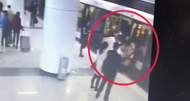 """""""빨리 비키라고!""""… 지하철서 임산부 배 걷어찬 여성"""
