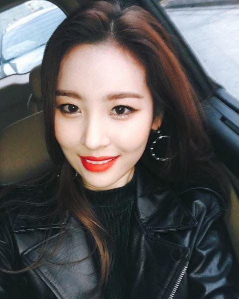 선미, 라이더 자켓 입고 섹시美 발산…'시선 강탈'