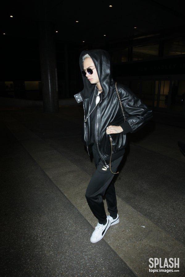 [DA:할리우드] 카라 델레바인, 올블랙 패션으로 '시크함'+'걸크러쉬'