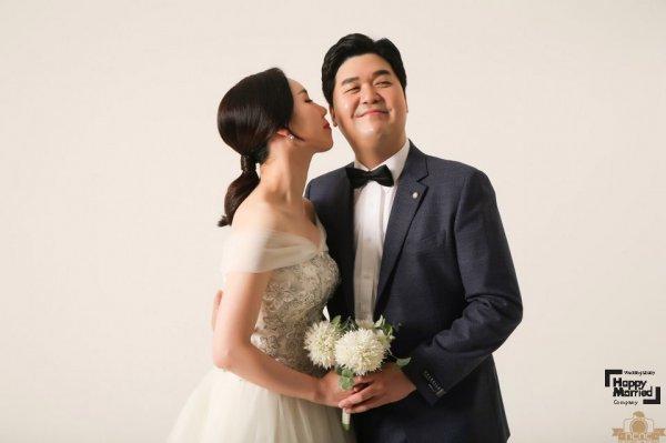 황신영, 5살 사업가와 12월30일 결혼…웨딩화보 공개 [공식]