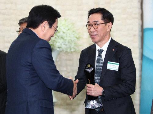 롯데자이언츠, 제 10회 교육메세나탑 수상 '3년 연속'