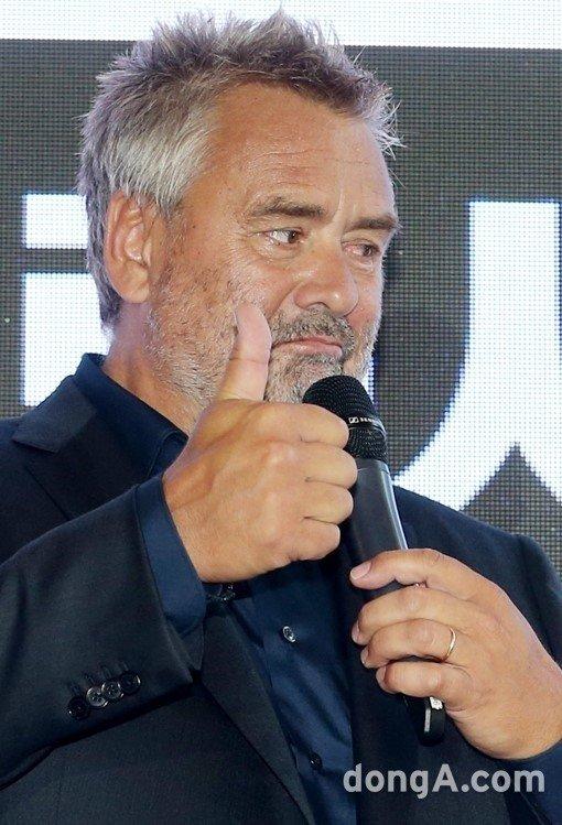 [DA:할리우드] 뤽 베송 감독, 拂서 배우 성폭행 혐의로 피소