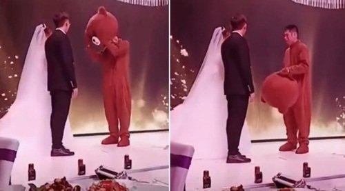 """""""이벤트인 줄 알았는데…"""" 헤어진 여친 결혼식서 오열한 남성"""