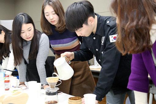 직원들에게 '핸드드립 커피클래스' 열어준 회사는?