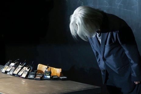 '성추행 논란' 이윤택, 공개사과 기자회견