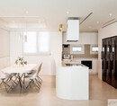 담백하고 다채로운 화이트 하우스