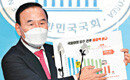 """특혜수주 의혹 박덕흠 """"물타기"""" 반발… 野내부 고심"""