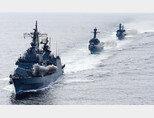동해를 지키는 1함대 사령함인 광개토대왕함. 한일 간 해군력 격차가 줄어들었기에 과거와 달리 요즘 우리 함정들은 일본 초계기가 지나치게 접근하면 경계 태세를 취한다. [동아DB]