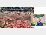 인도 농민들이 가격 폭락에 분노해 양파를 길에 버리고 있다(왼쪽). 나렌드라 모디 인도 총리. [PTI]