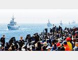 지난가을 제주에서 열린 국제관함식. 한국은 일본 함정 측에 욱일기(일본 해군기)를 떼고 오라 해 일본 함정의 참가를 제한했다. [사진 제공 해군본부]