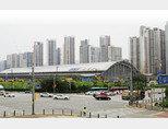 신안산선 개통이 예정된 KTX 광명역 인근 신축 아파트 단지는 부동산 침체기에도 시세에 큰 변동이 없는 분위기다. [박해윤 기자]