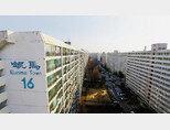 최근 서울 아파트 매매가가 34주 만에 상승세로 전환됐는데 강남구 재건축 아파트가 상승세를 견인한 것으로 나타났다. 사진은 강남구 대치동 은마아파트. [동아DB]