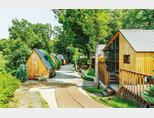 경기 파주 '옳은휴식 하루'는 '톰 소여의 모험'을 모티프로 한 오두막 7채를 갖추고 있다. [김도균]