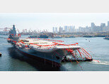 중국 해군이 2017년 첫 국산 항모인 산둥호의 진수식을 갖고 있다. [China Military]