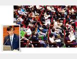 딸의 입시 부정 의혹이 불거진 조국 법무부 장관(왼쪽). 서울 소재 대학 입시 설명회 현장. 학교생활기록부종합전형(학종) 등에 대한 정보를 얻고자 많은 학부모와 학생이 참석했다. [동아DB, 뉴스1]