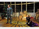 2009년 영국 런던에서 공연된 연극 '인형의 집'. 노라 역의 여배우는 'X파일'의 스컬리 요원으로 유명한 질리안 앤더슨이다. [gettyimages]