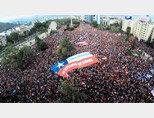 칠레 국민 120만여 명이 수도 산티아고에서 반정부 시위를 벌이고 있다. [ACN]