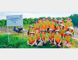 SK이노베이션의 맹그로브 묘목 식수 봉사활동. [사진 제공 · SK이노베이션]