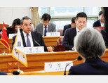 12월 4일 갑자기 한국을 찾아와 강경화 외교부 장관과 회담한 왕이 중국 외교부장. [뉴시스]