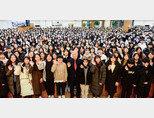 청소년 인성 함양을 위한 명사 초청 특강에 강연자인 권이종 한국교원대 명예교수(앞줄 가운데)와 학생, 청년, 장년 등 2500여 명이 함께했다. [홍태식]