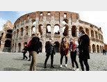 코로나19 확산으로 이탈리아 로마 콜로세움을 찾는 관광객이 대폭 줄어들었다. [ansa]