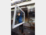 3월 17일 서울 강남구 삼성동의 한 편의점에서 철거 작업이 진행되고 있다. [조영철 기자]