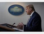 3월 17일 백악관 기자회견에서 코로나19가 세계적 대유행(팬데믹)이 오래 전부터 알았다고 강변하고 있는 도널드 트럼프 미국 대통령. [AP=뉴시스]