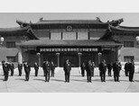 시진핑 국가주석 등 중국 공산당 지도부가 4월 4일 코로나19 희생자들을 위해 묵념하고 있다. [GT]