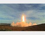 미국이 지난해 12월 12일 반덴버그 공군기지에서 중거리탄도미사일을 시험발사하고 있다. [DOD]