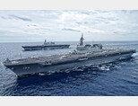 일본의 경항모 가가호와 이즈모호가 함께 항해하고 있다. [JMSDF]