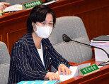 추미애 법무부 장관이 8월 25일 국회에서 열린 예산결산특별위원회 전체회의에서 의원들의 질의에 답변하고 있다. [동아DB]